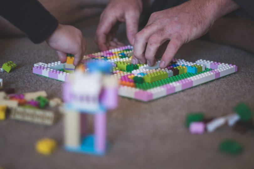 5 Brincadeiras Lúdicas Para Fazer em Casa Com Seu Filho