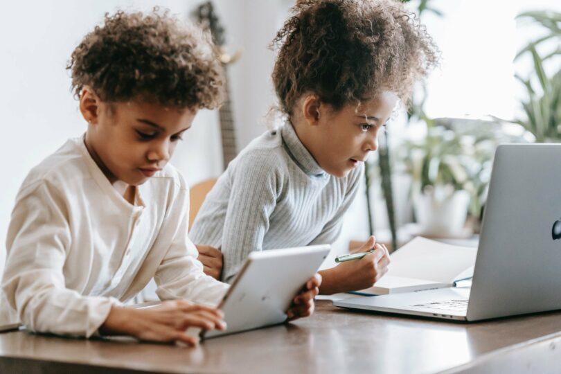 Tempo De Tela Por Idade — Orientações Para O Seu Filho